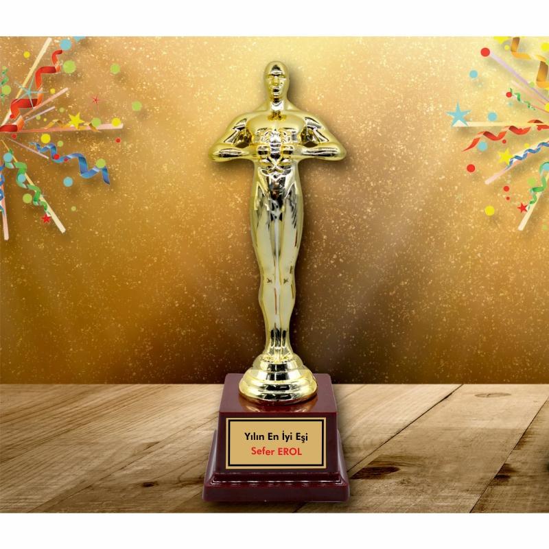 Yılın En İyi Eşi Oscar Heykeli